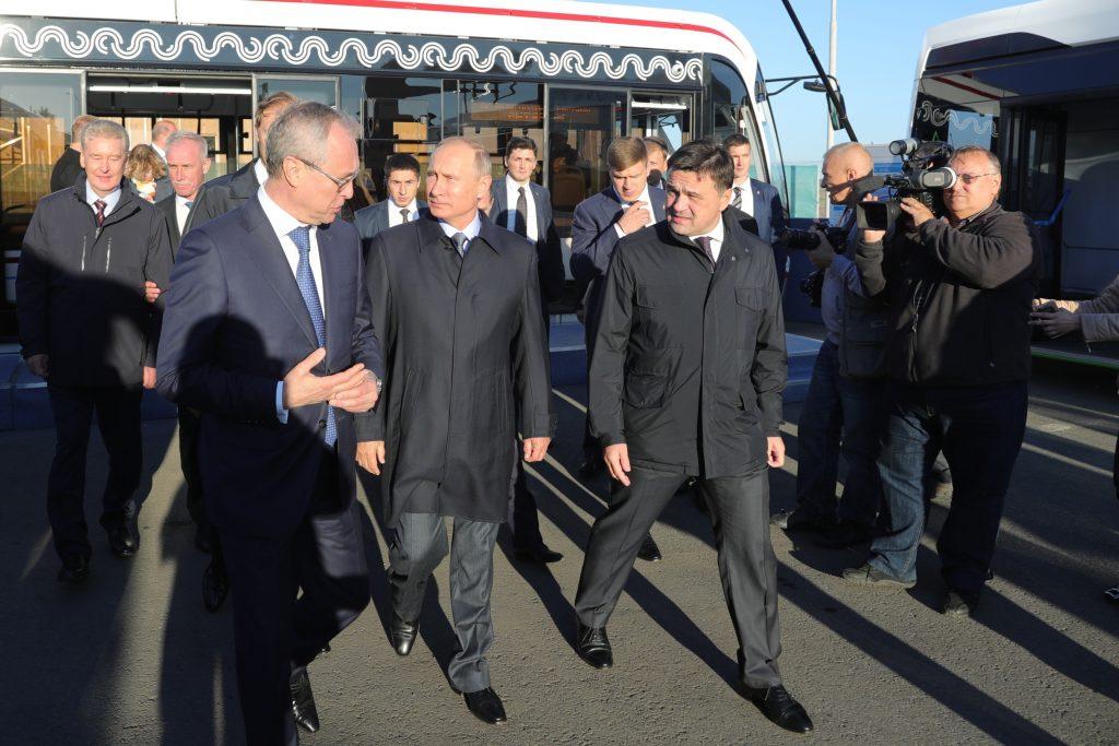 Владимиру Путину показали электроавтобус ГАЗ