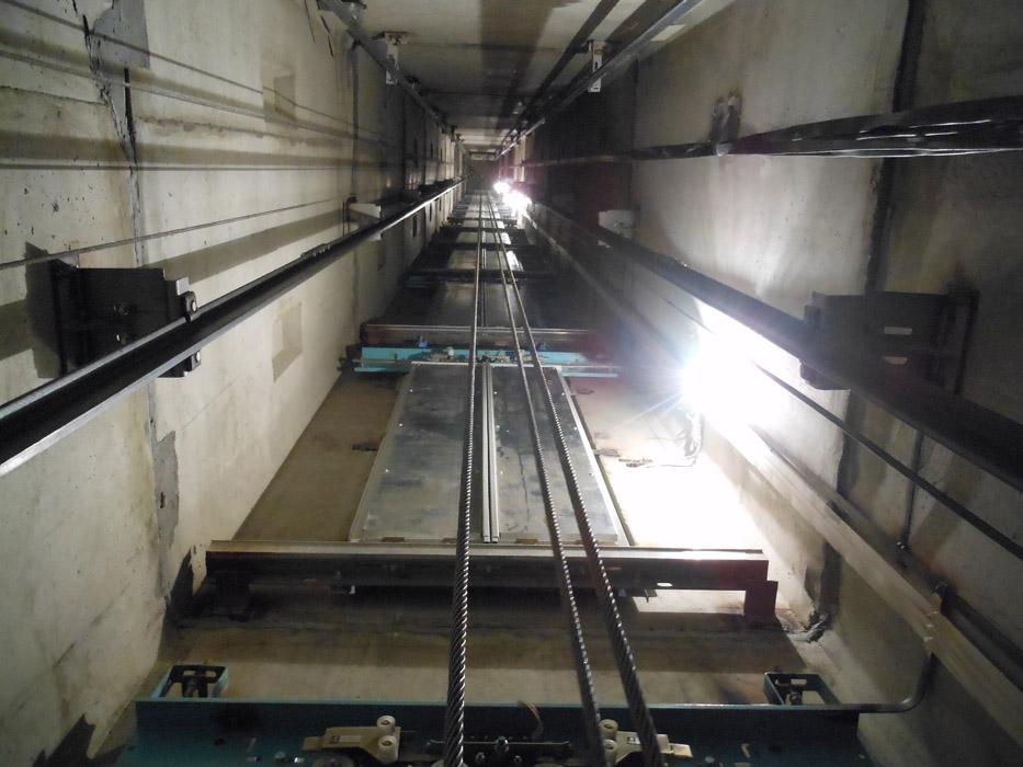 Жители многоквартирного дома в Нижнем Новгороде не могут дождаться нового лифта