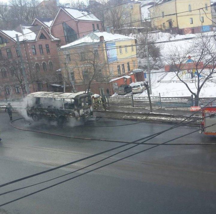 Маршрутка выгорела полностью в центре Нижнего Новгорода