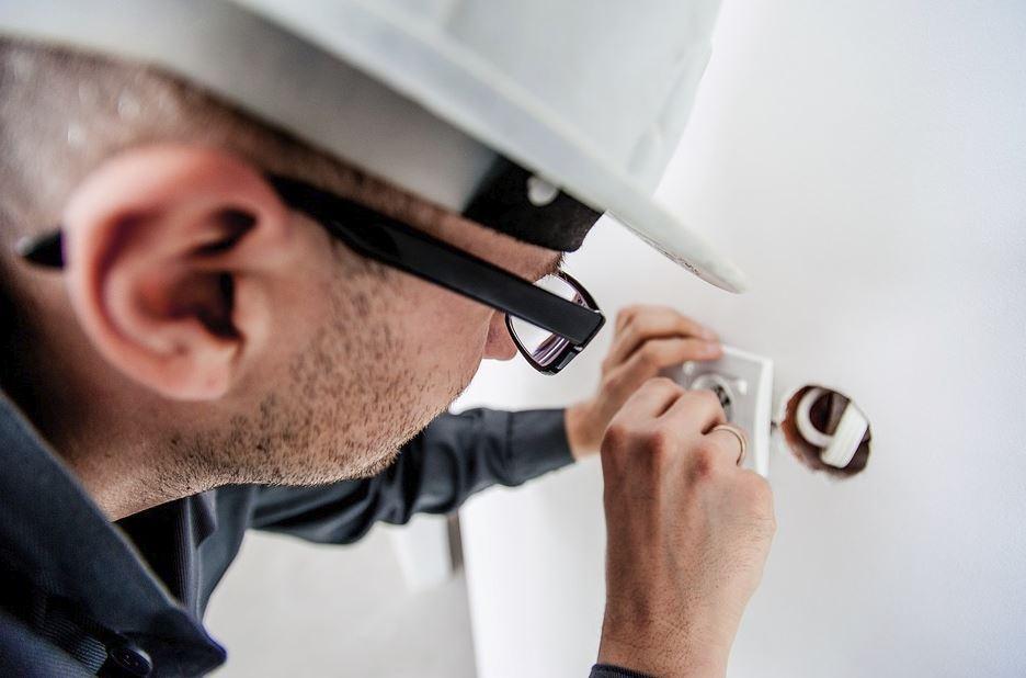 Обязательные проверки электропроводки в квартирах могут ввести в России