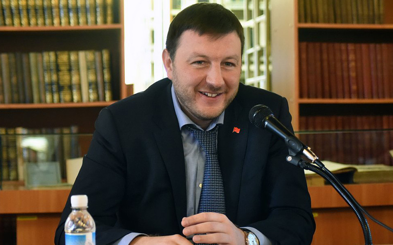 Экс-министр транспорта Вадим Власов освобожден из-под домашнего ареста в зале суда
