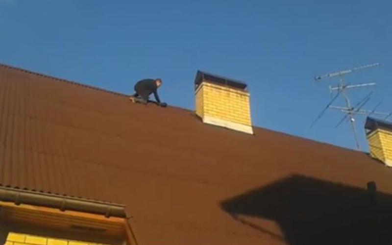 Строитель насмерть разбился, упав с крыши здания в Нижегородской области