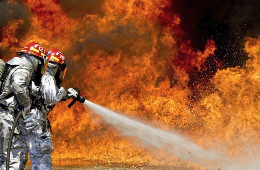 В Кстовском районе загорелся металлический амбар