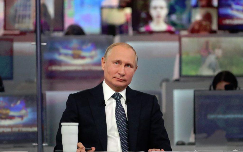 Владимир Путин ответил, у кого в ближайшее время вырастет зарплата в России