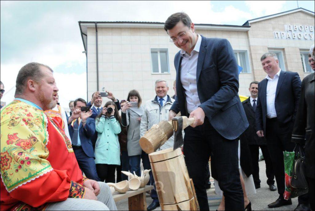 Глеб Никитин: «Золотая хохлома» объединяет разные регионы и сотни мастеров народных художественных промыслов»