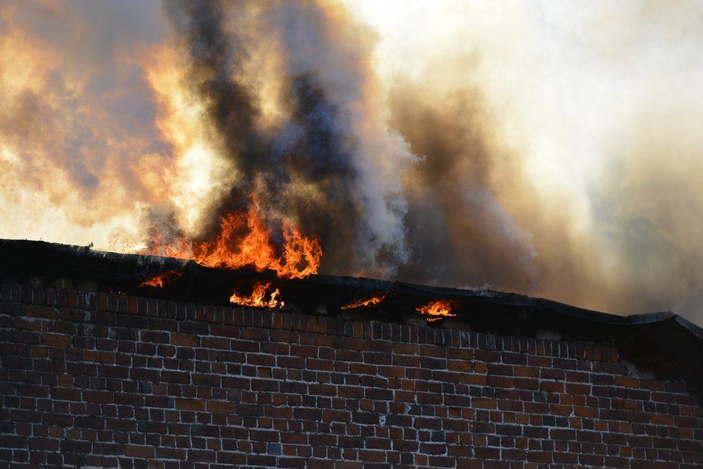 Поджигателя автомобилей и зданий задержали в Нижнем Новгороде