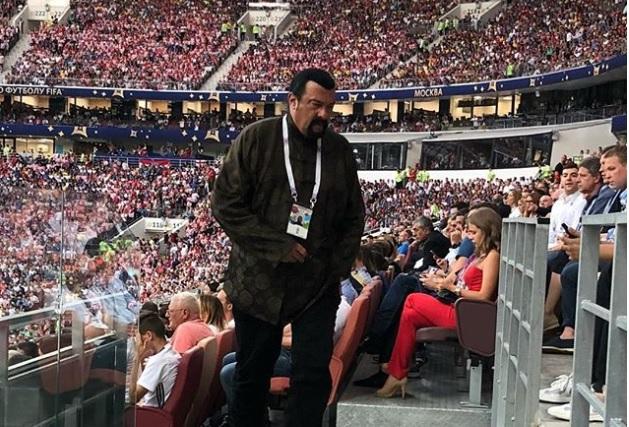 «За безопасность на стадионе я спокоен!» Дмитрий Сватковский встретил в «Лужниках» Стивена Сигала