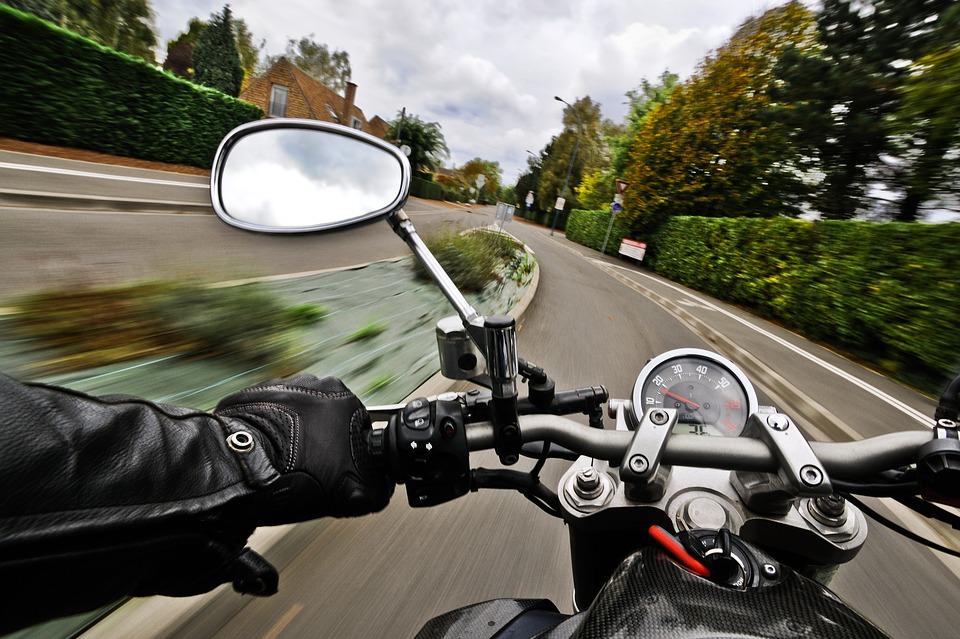 Нижегородец выпал из коляски мотоцикла на ходу