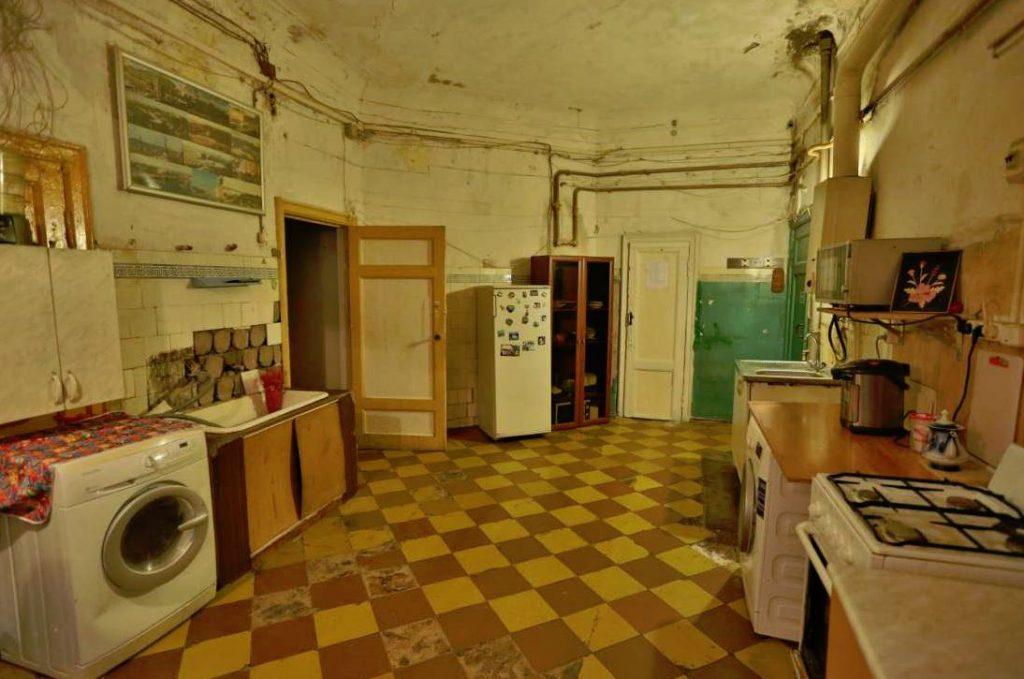 Почему сложно продать комнату в коммуналке