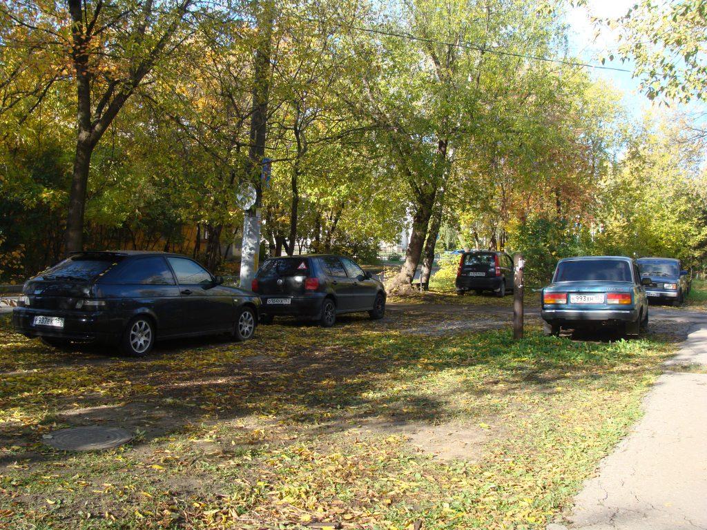 Паркуюсь как хочу. Что грозит водителям, использующим газон вместо гаража.