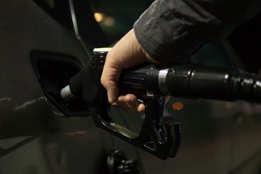 Правда или ложь: в России вырастут цены на бензин?