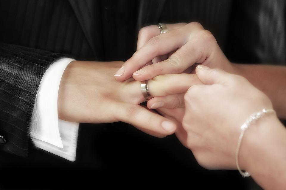 Судебные приставы поймали нижегородца, не платившего алименты, в день свадьбы в ЗАГСе