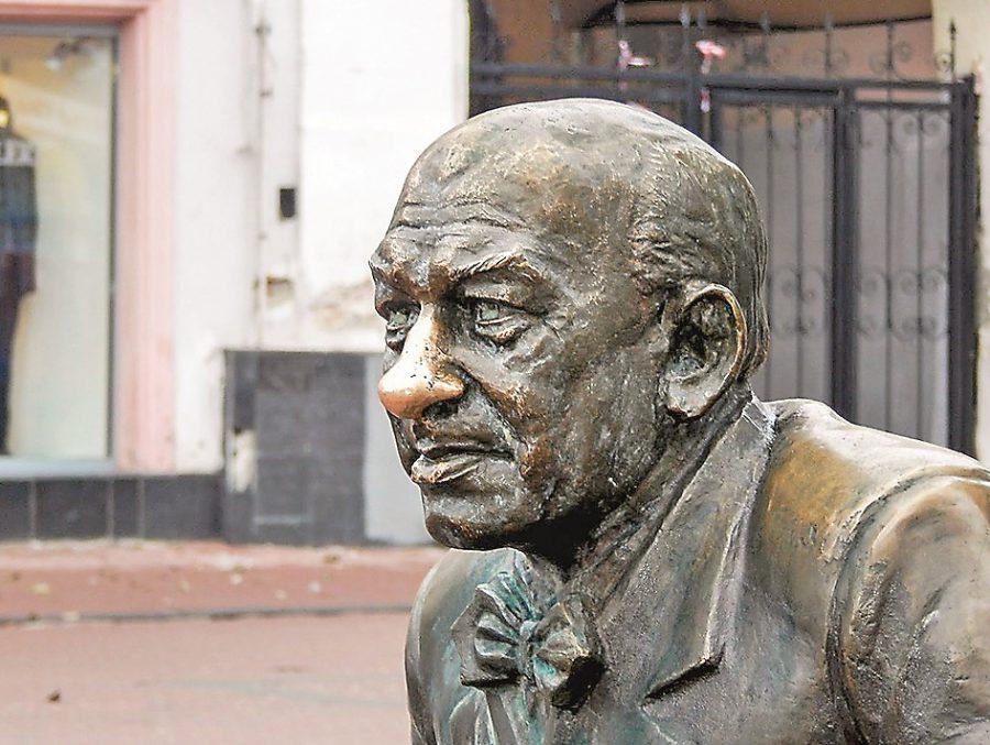Денис Москвин поддержал решение назвать сквер на Театральной площади именем Евгения Евстигнеева
