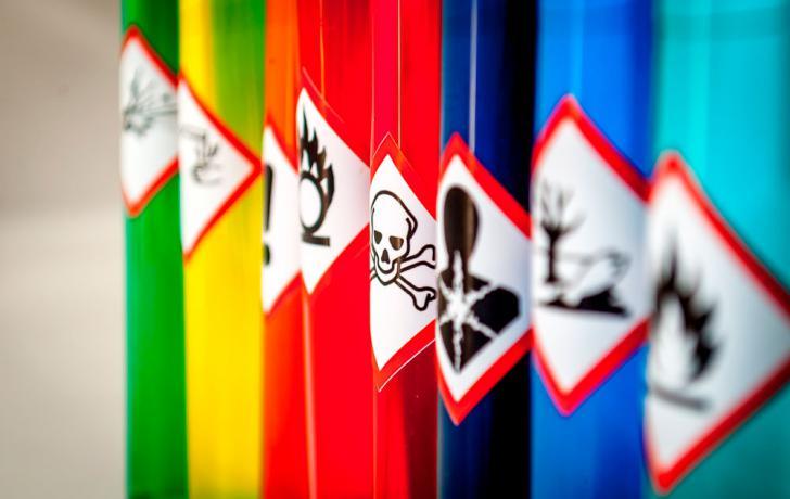 700 бочек с опасными химикатами нашли на территории бывшего завода в Нижегородской области