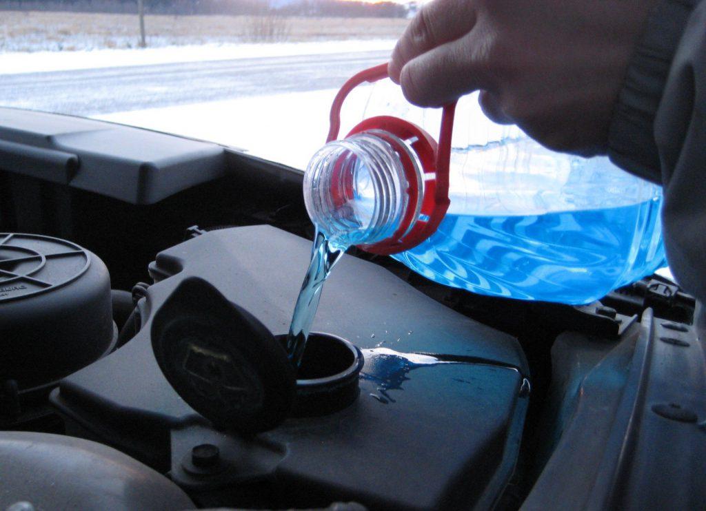 Роспотребнадзор конфисковал 50 литров «незамерзайки» в Нижегородской области: разбираемся, как выбрать безопасную стеклоомывающую жидкость