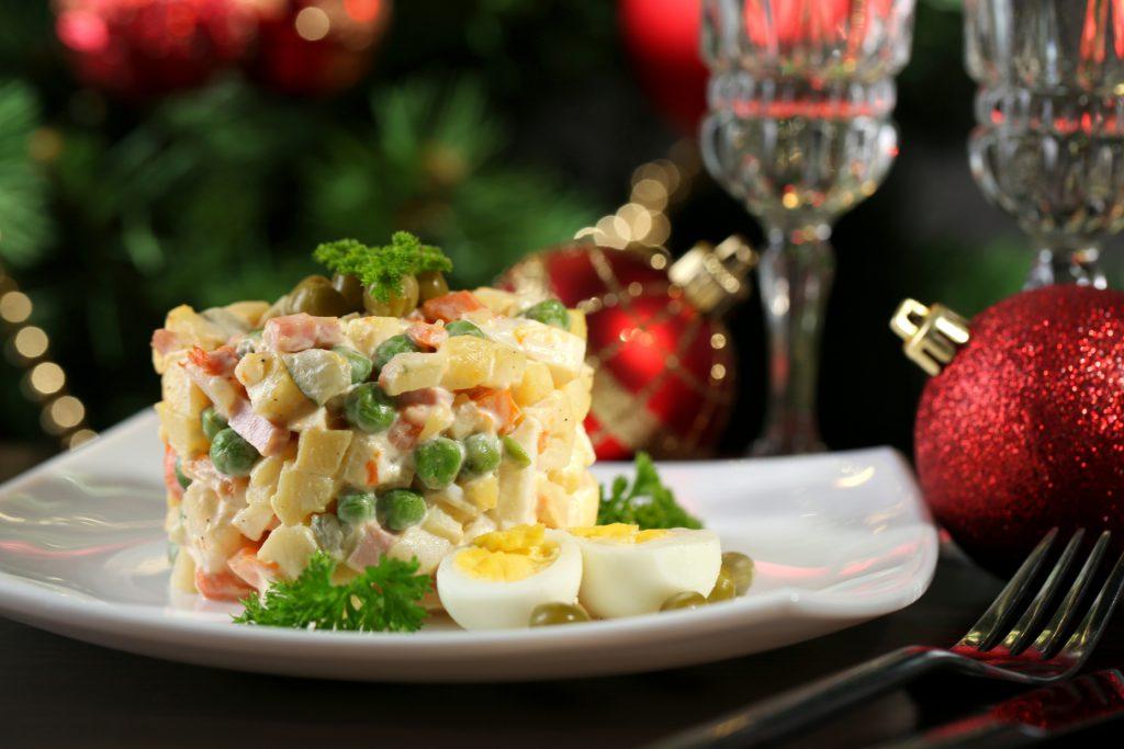Оливье-шоу! Известные нижегородцы поделились рецептами новогодних блюд