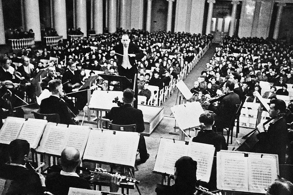 1942. Исполнение Седьмой Ленинградской симфонии Дмитрия Шостаковича в Большом зале Ленинградской филармонии