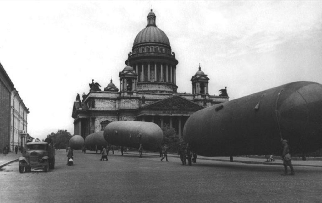 1942. На площади Воровского (Исаакиевской). Июнь