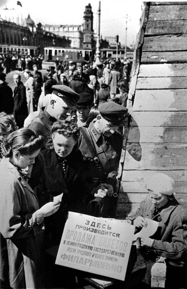 1942. Продажа билетов в Ленинградскую филармонию