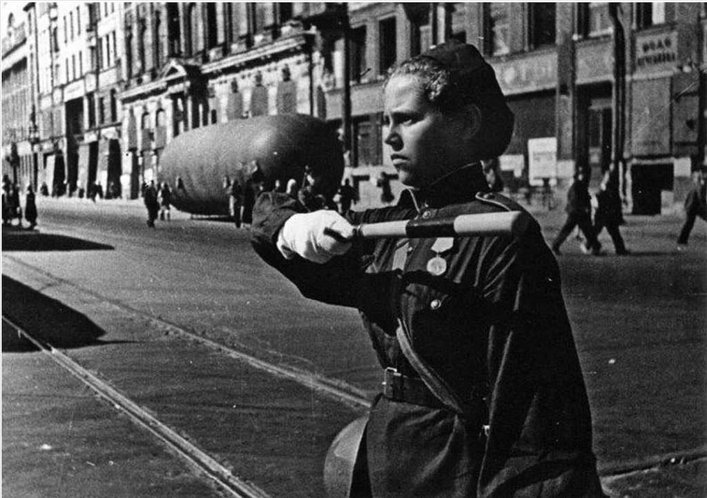 1943. Блокадный Невский проспект