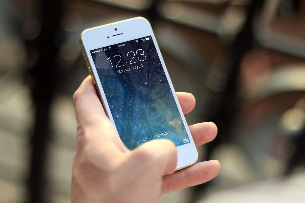 СМИ: Детям запретили пользоваться смартфонами в школе