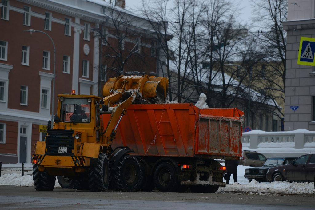 Полный завал. Чем грозит нижегородцам незаконный сброс снега