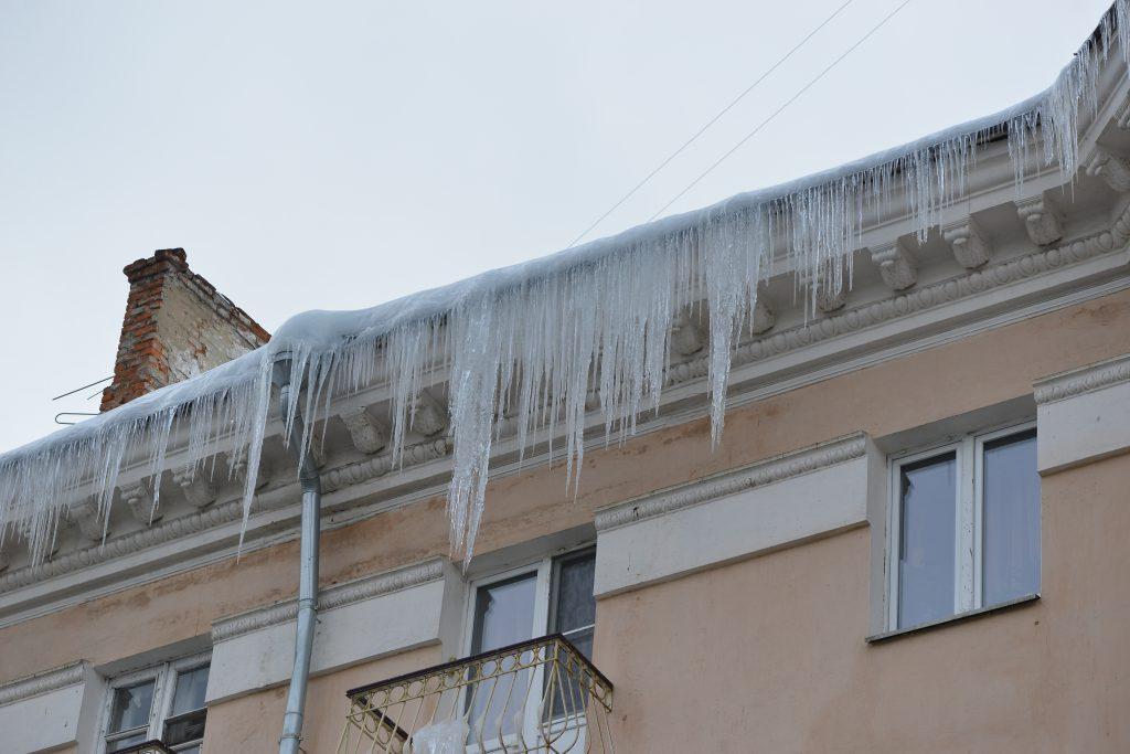 Нижегородская госжилинспекция выявила 65 нарушений по очистке крыш от снега и наледи за сутки