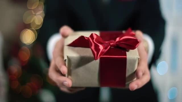 По знаку зодиака или по фен-шуй: выбираем идеальный новогодний подарок