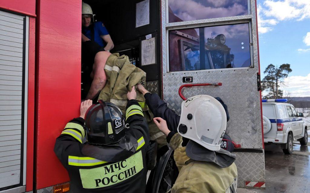 Мужчину, провалившегося под лед в Дзержинске, спасли прохожие