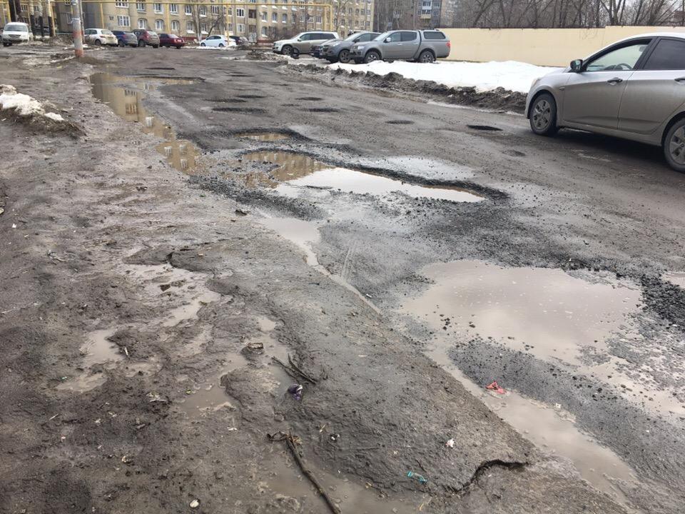 Эх, дороги. Нижегородцы продолжают жаловаться на разбитые дороги и проколотые шины