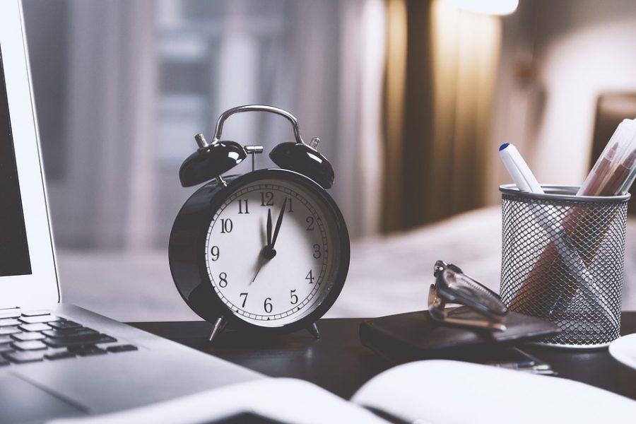 Более половины нижегородцев согласны переводить часы на зимнее и летнее время