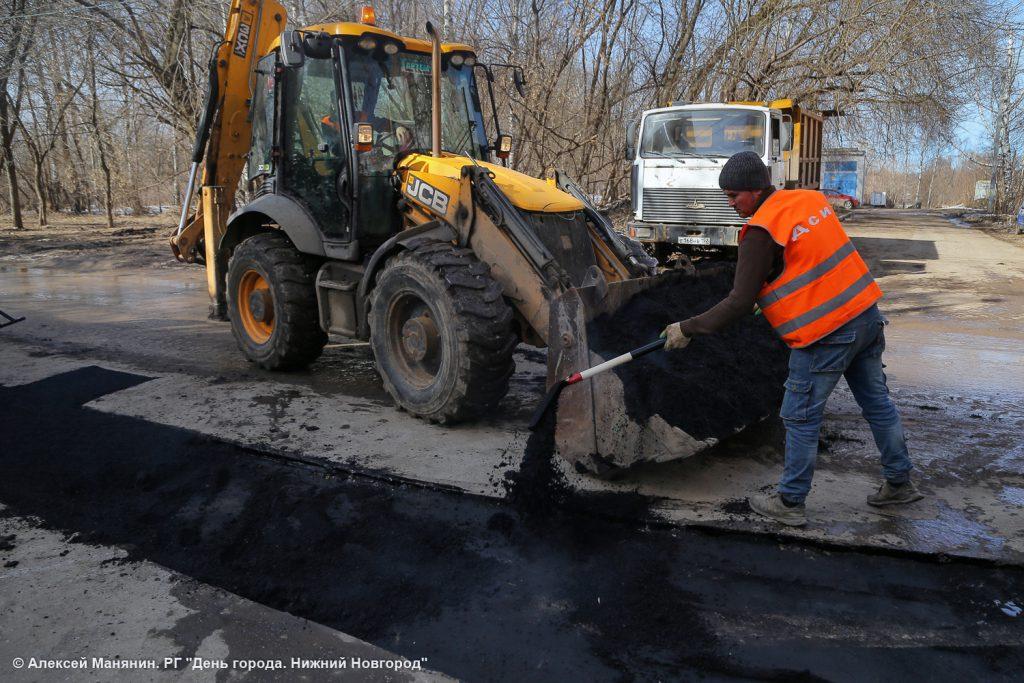 Фото дня. Ямы на нижегородских дорогах заделают к концу мая