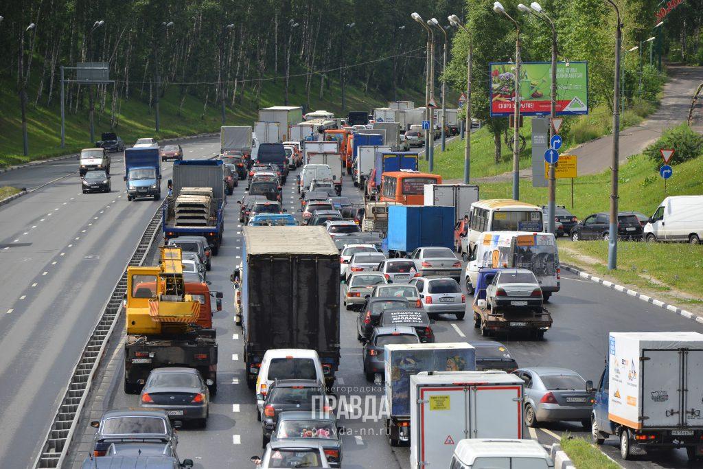 Хочешь за город — придется постоять. Огромные пробки образовались на выездах из Нижнего Новгорода