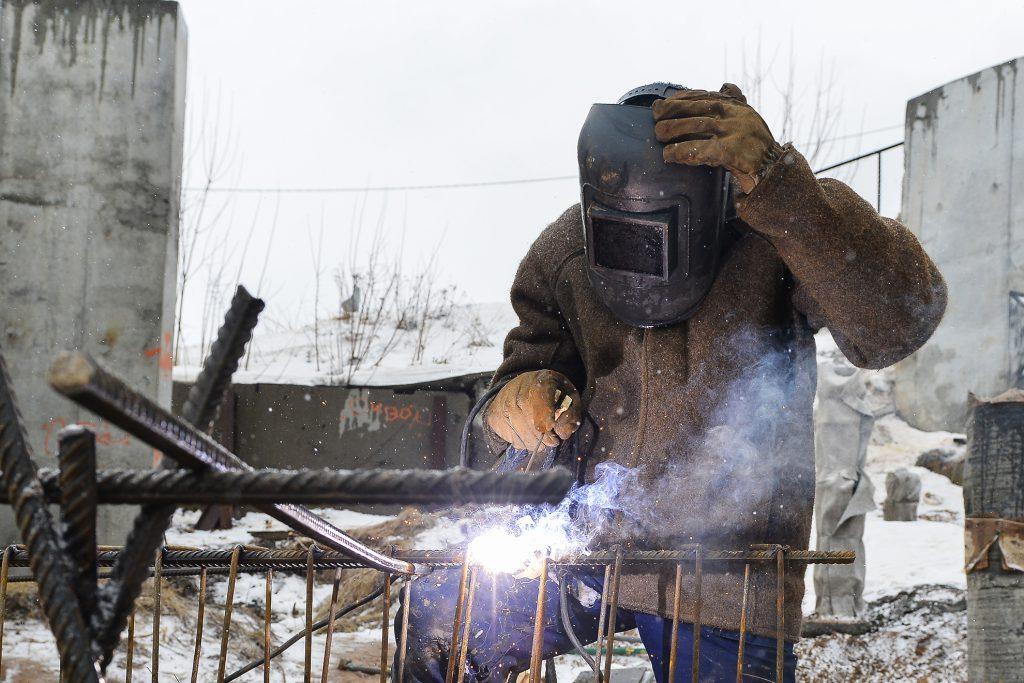 Сварщик получил серьёзные ожоги при ремонте оборудования на производстве в Тоншаево