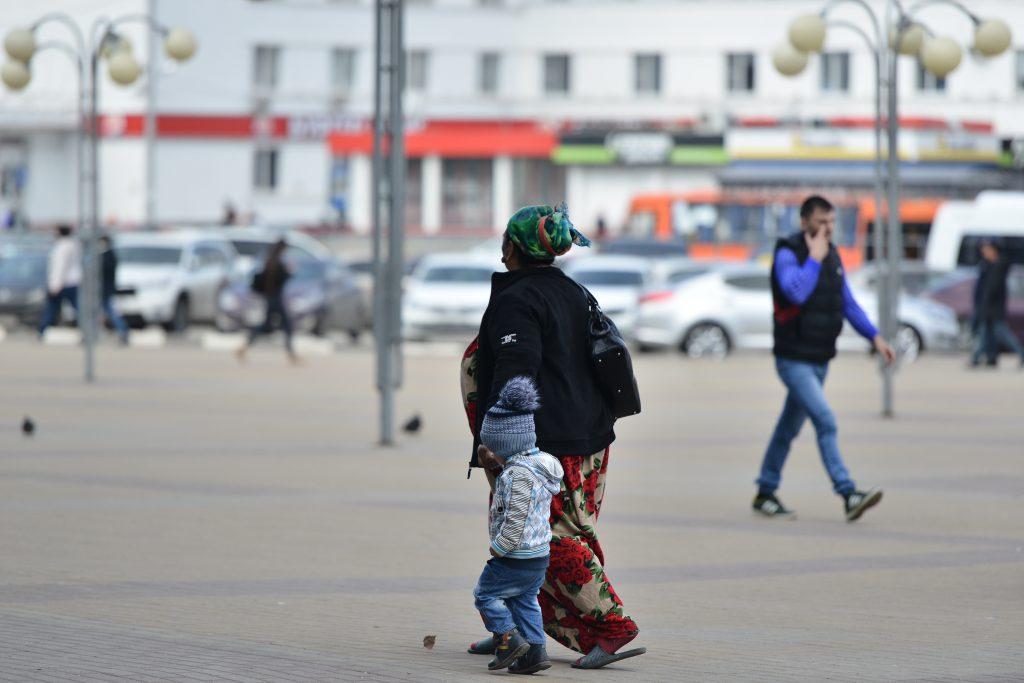 Протянули руки. Нижний Новгород наводнили сомнительные «мадонны с младенцами»
