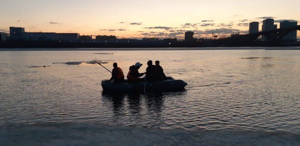 «По синему морю, к зеленой земле..» Два нижегороца решили испытать лед на прочность