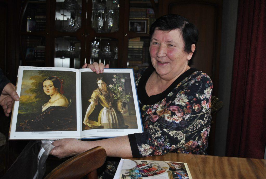 Опыты с полотнами. Заслуженный учитель России вышивает картины известных художников
