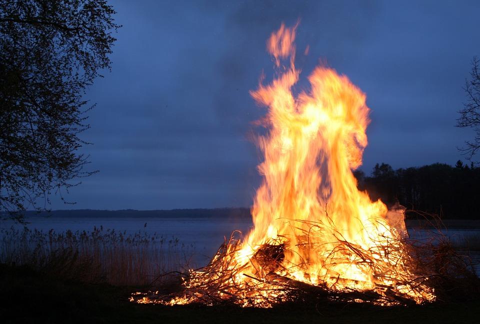 Число случаев возгорания сухой травы в Нижегородской области резко снизилось
