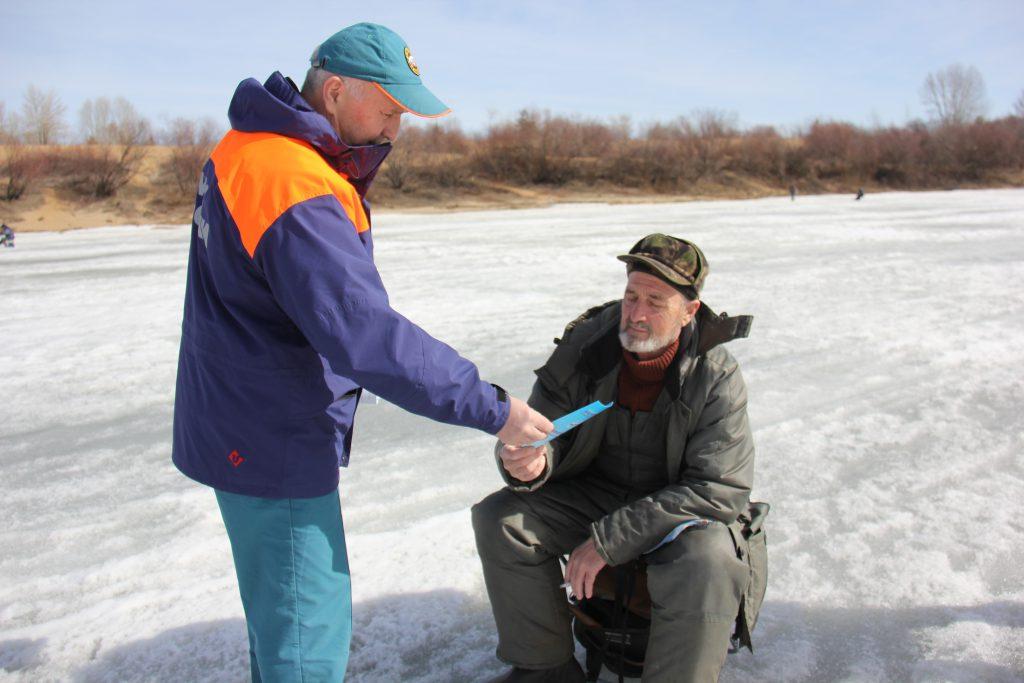 Спасатели напомнили нижегородцам об опасности выхода на лед