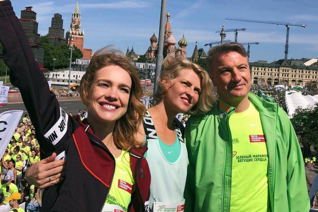 «Места разбирают как горячие пирожки». Наталья Водянова приглашает принять участие в «Зеленом марафоне»