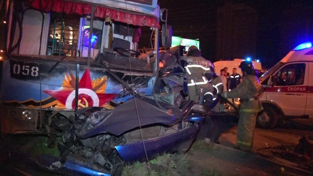 Пять человек погибли в страшном лобовом ДТП с троллейбусом в Дзержинске (ФОТО, ВИДЕО)