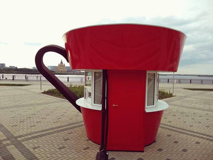 Гигантская чашка появилась на Нижневолжской набережной