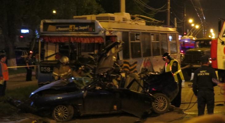 Следователи выясняют причины смертельной аварии в Дзержинске на 9 мая