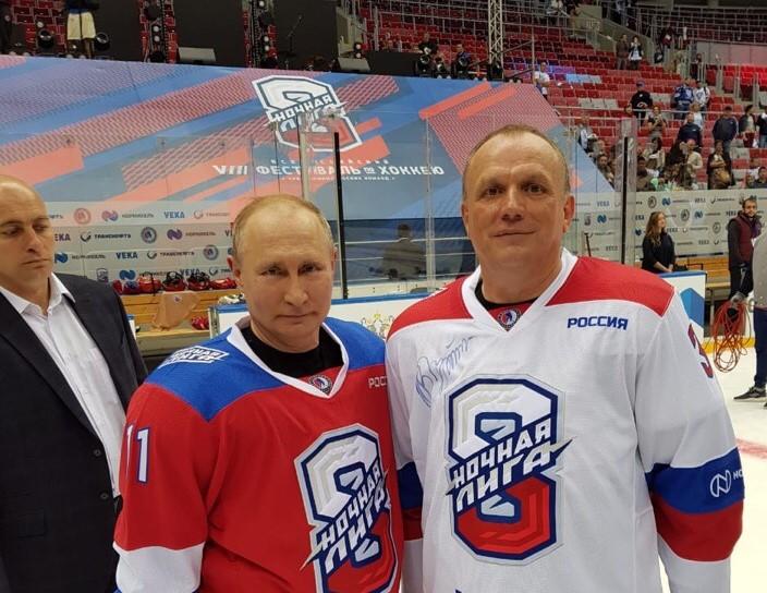 Директор ХК «Саров» рассказал, как он сыграл с Путиным в хоккей