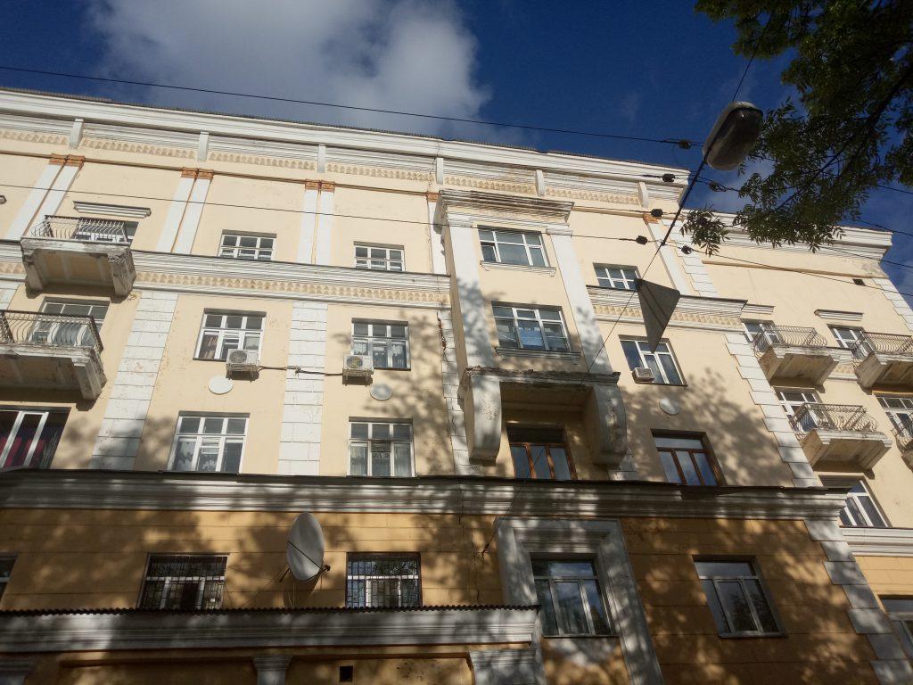 Сталинка на проспекте Гагарина в Нижнем Новгороде покрылась трещинами