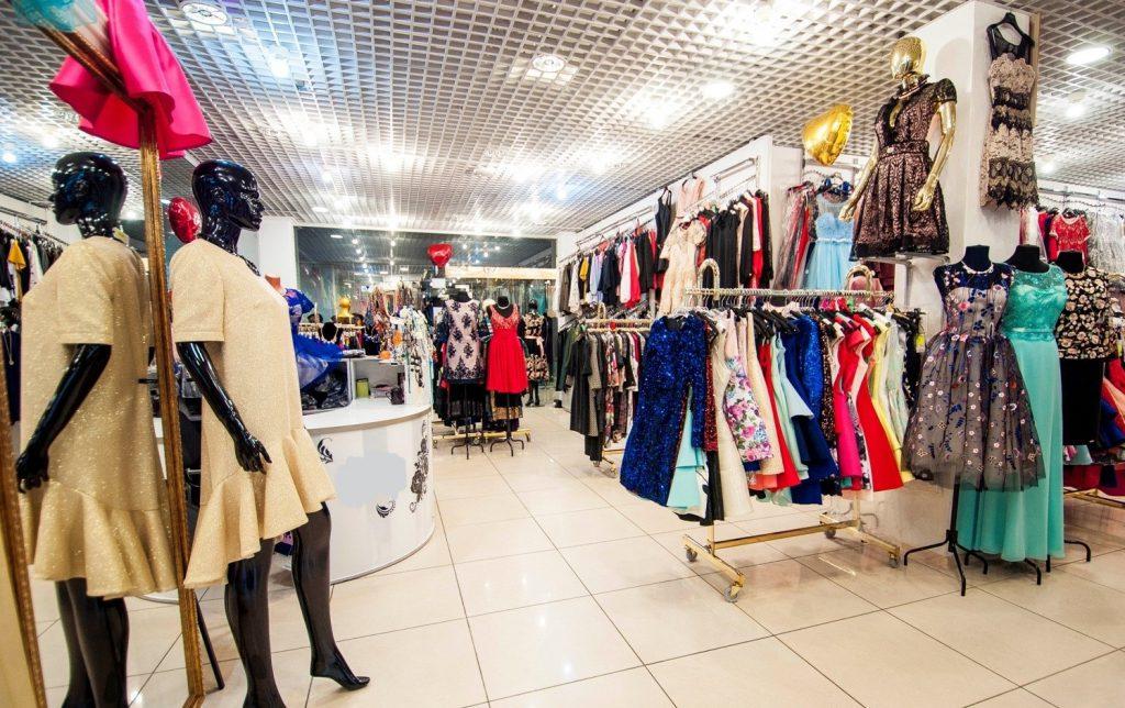 Стало известно, сколько потратят нижегородки на выпускные платья