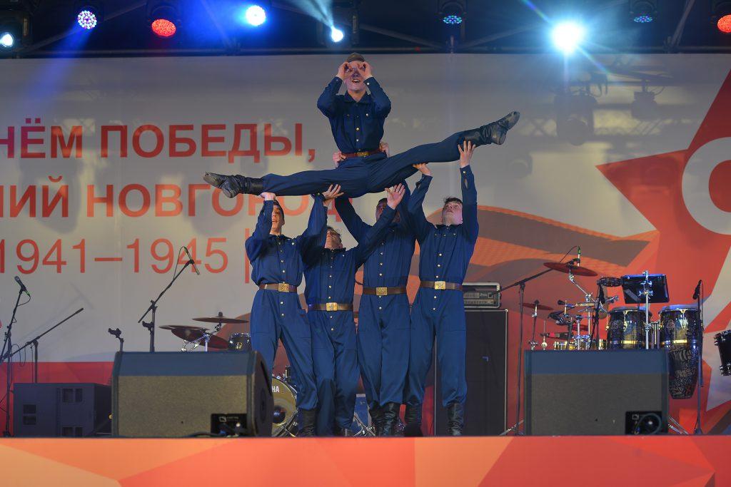 «Одна боль, одна гордость, одна мечта». Как прошел концерт народных исполнителей «Военные песни у Кремля»