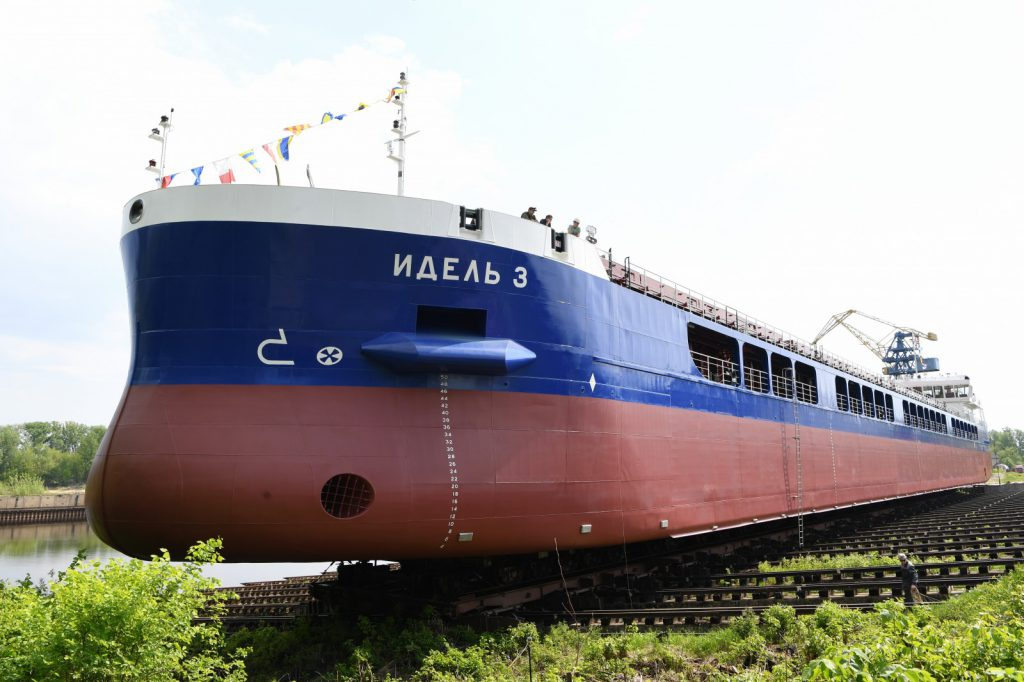 Назаводе «Красное Сормово» спустили наводу новый сухогруз «Идель-3»