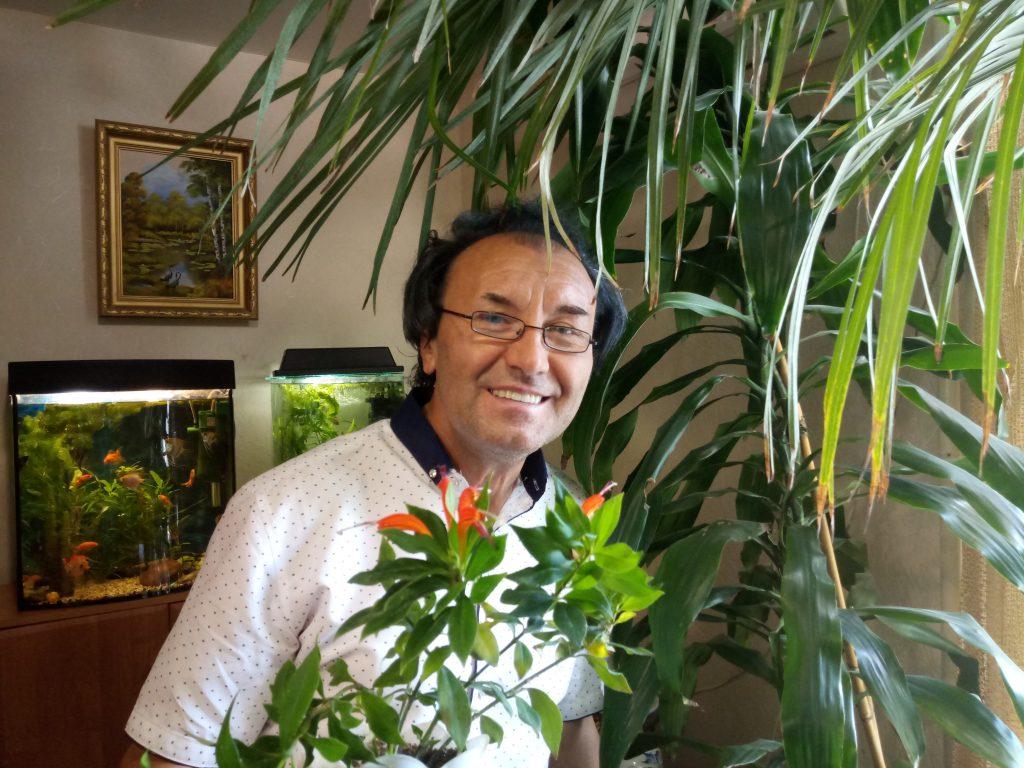 Нижегородский ботаник превратил пустырь перед домом в цветник
