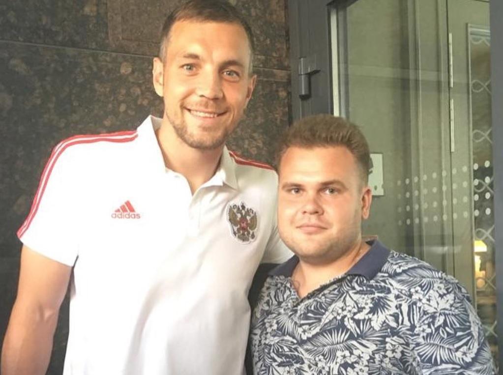 Футбольные фанаты устроили селфи-охоту на игроков сборной России